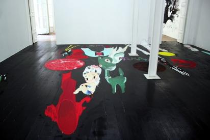 """Vues de l'exposition """"Aux petites filles modèles"""" au Centre d'art LE LAIT"""